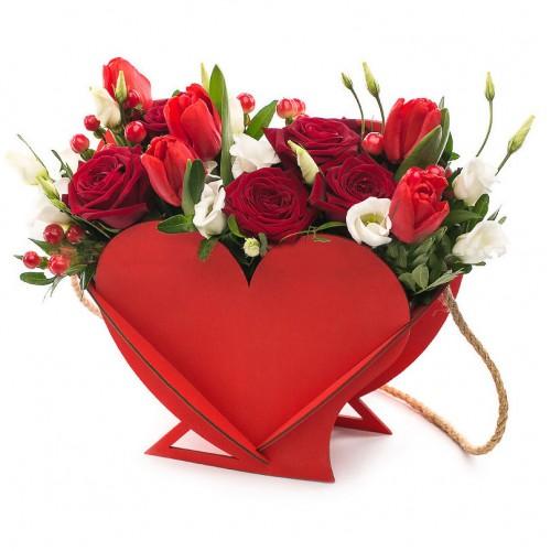 Композиция Сердце с цветами - фото